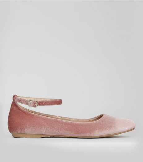 Wide Fit Pink Velvet Pointed Pumps | New Look