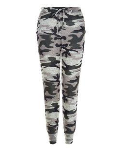 Cameo Rose Green Camo Leggings | New Look