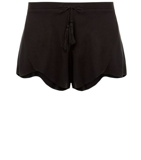 Black Scallop Hem Shorts | New Look