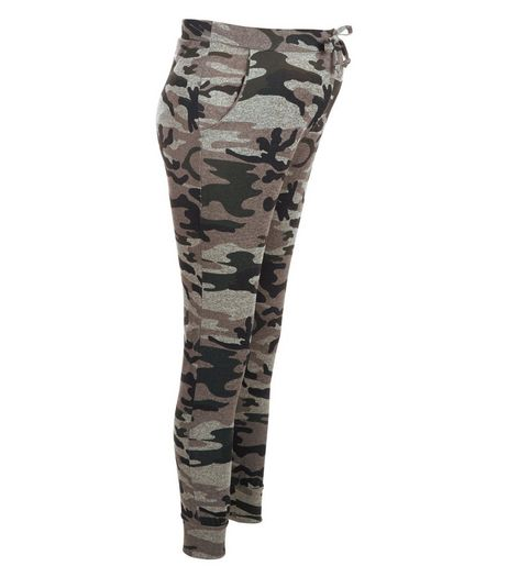 Maternity Green Camo Print Joggers | New Look