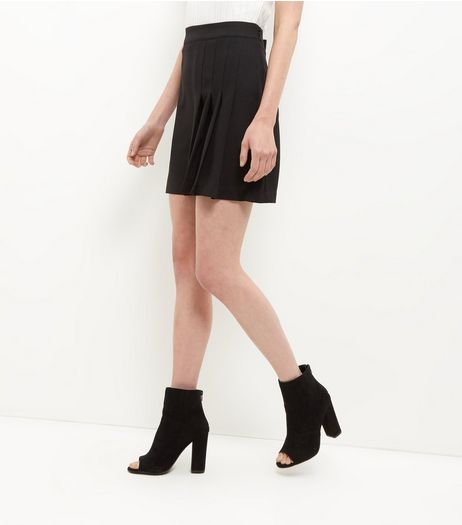 Black Side Pleated Mini Skirt | New Look