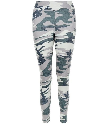 Petite Green Camo Print Leggings | New Look