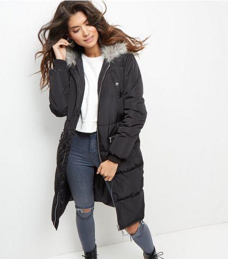 Manteau matelassé noir avec capuche bordée de fausse fourrure | New Look