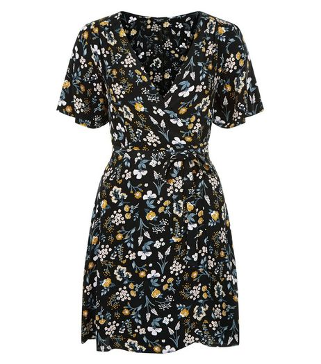 Petite Black Floral Print Wrap Dress | New Look