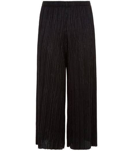Petite Black Pleated Cropped Trousers | New Look