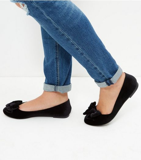 Wide Fit Black Velvet Bow Ballet Pumps | New Look