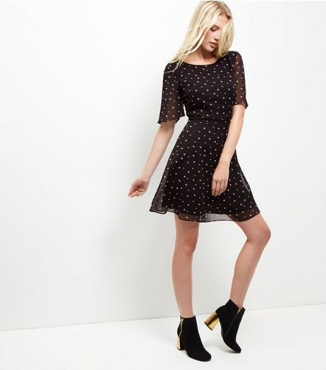 Black Star Print Tea Dress  | New Look