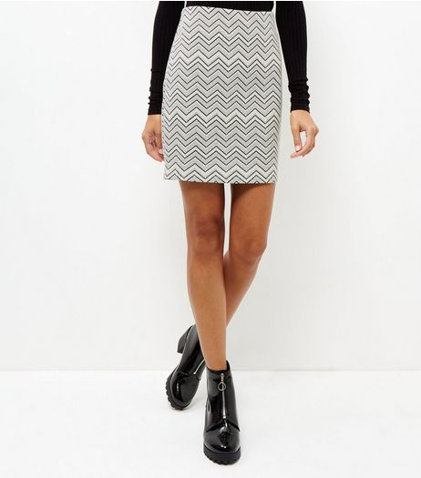 White Zig Zag Print Jacquard Textured Tube Skirt | New Look