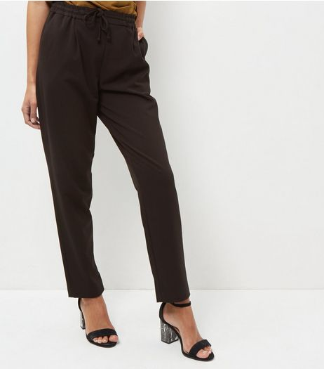 Black Straight Leg Drawstring Trouser | New Look