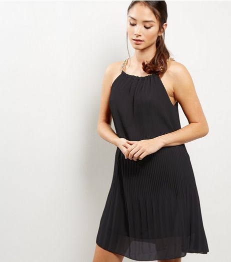 Loving This Chain Strap Pleated Dress | New Look
