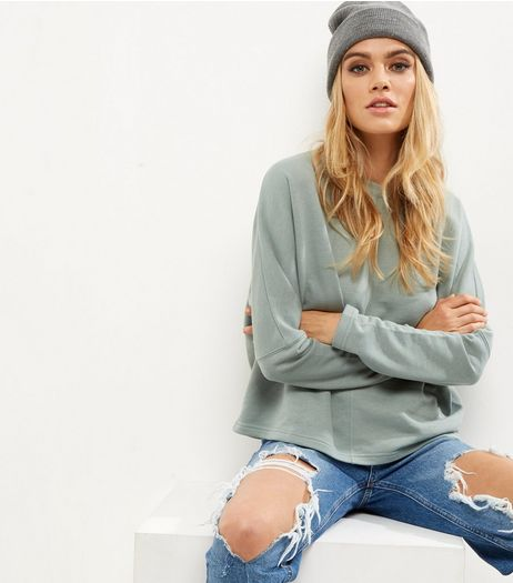 Green Batwing Sleeve Cropped Sweater  | New Look