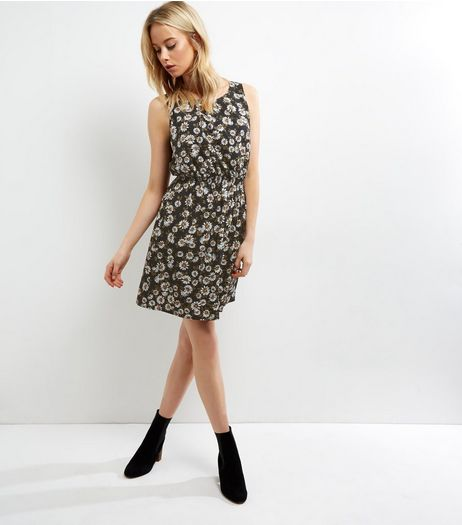 Tall Black Daisy Print Sleeveless Dress | New Look
