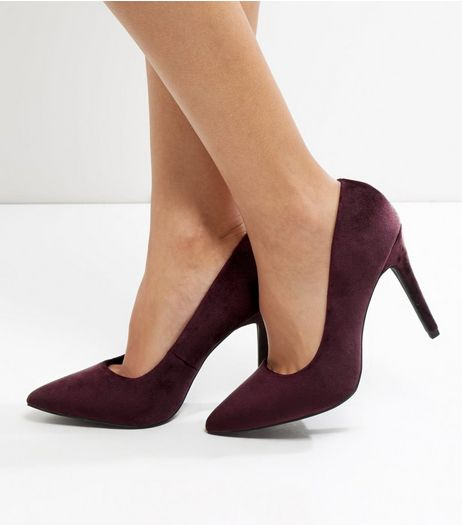 Look pretty in purple with our chic collection of women's purple shoes. From bright purple heels in classic stiletto and court styles to lilac shoes and heels that lend a subtle pop of colour to your favourite nighttime ensemble, our standout range of purple shoes are perfect for any occasion.