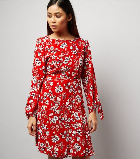 Petite Red Floral Tie Sleeve Dress | New Look