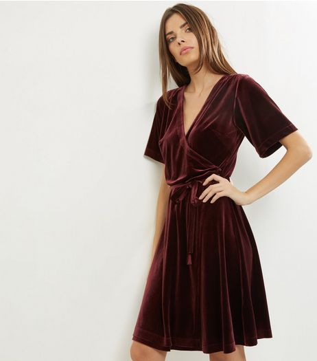 Tall Burgundy Velvet Wrap Front Dress | New Look