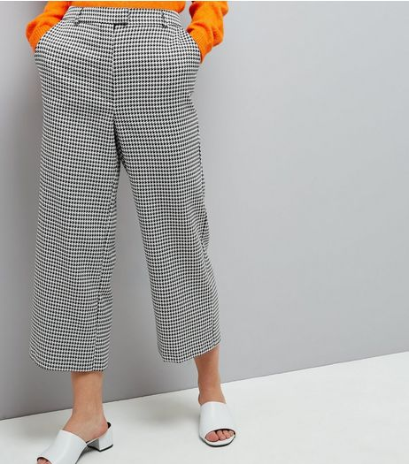 Black Dogtooth Print Wide Cropped Trousers | New Look