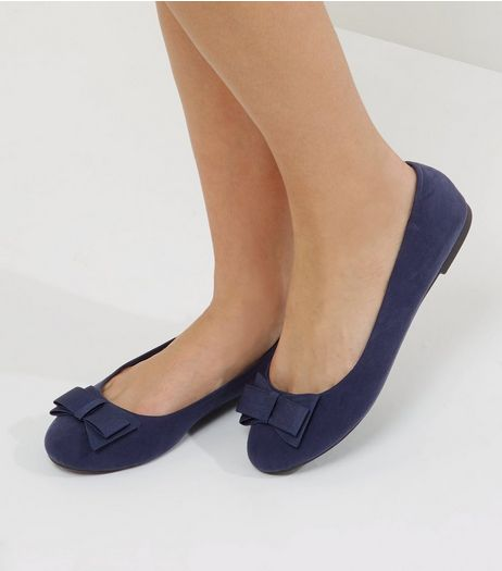 Wide Fit Navy Bow Front Pumps | New Look