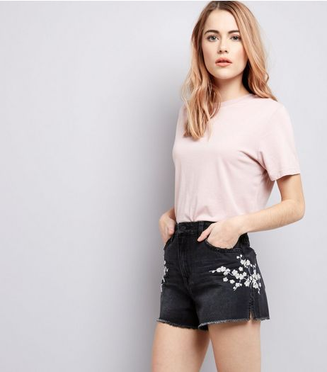 Black Floral Trim Denim Shorts | New Look