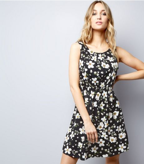 Black Floral Print Shirred Waist Dress  | New Look