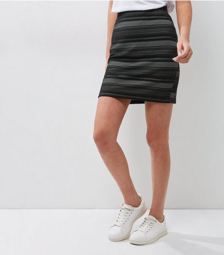 Black Zig Zag Stripe Tube Skirt | New Look