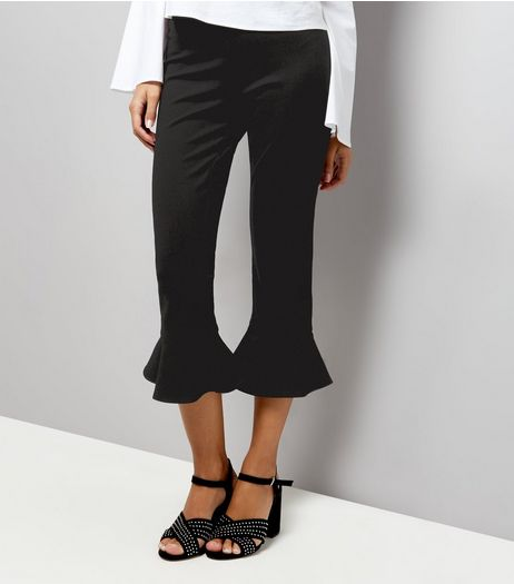 Petite Black Frill Hem Cropped Trousers | New Look