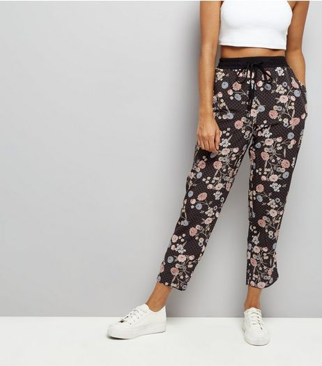 Petite Black Floral Print Tapered Leg Trousers | New Look