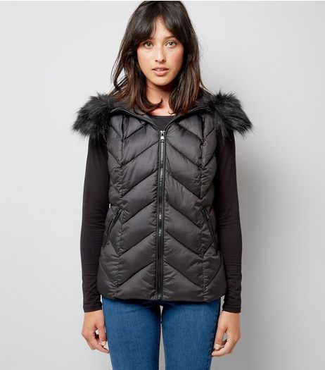 Black Faux Fur Trim Quilted Gilet | New Look