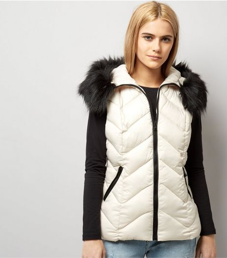 Cream Faux Fur Trim Quilted Gilet | New Look