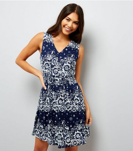 Mela Navy Star Floral Lace Dress | New Look