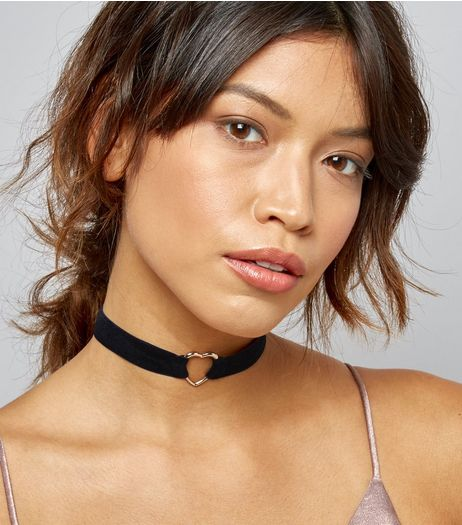 Black Velvet Heart Charm Choker | New Look