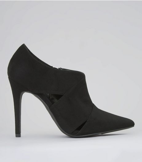 Black Suedette Cut Out Side Pointed Shoe Boots | New Look