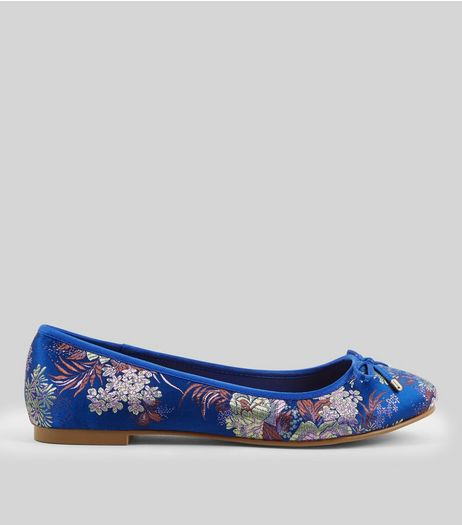 Wide Fit Blue Floral Brocade Pumps | New Look