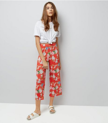 Red Floral Print Plisse Cropped Trousers | New Look