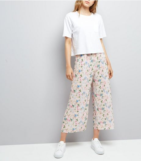 Shell Pink Floral Print Plisse Cropped Trousers | New Look