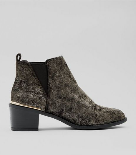 Gold Trim Velvet Block Heel Chelsea Boots | New Look
