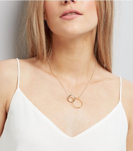 Gold Linked Circle Pendant Necklace  | New Look