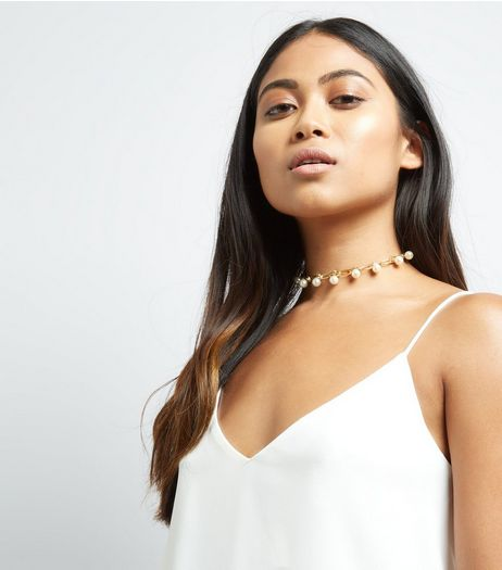 Gold Raised Pearl Embellished Choker | New Look