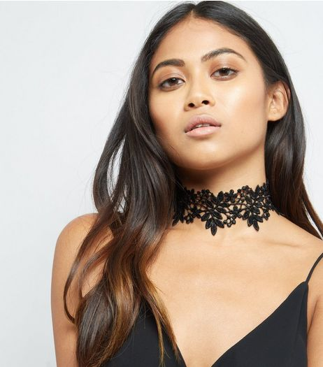 Black Foliage and Floral Lace Choker | New Look