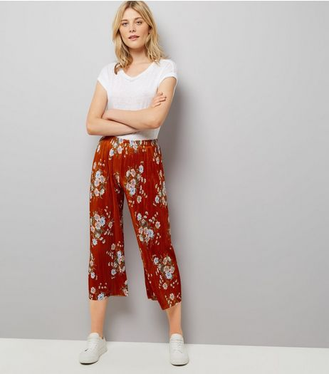 Red Floral Print Cropped Trousers | New Look
